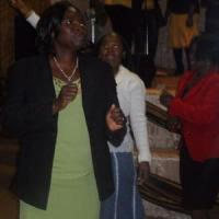 mid_1st-lady-k-manaka-leading-the-dance.jpg